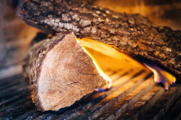Vedträ som brinner
