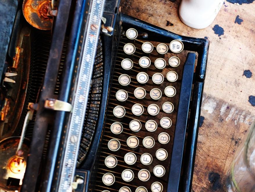 Vintageskrivmaskin på loppmarknad i Brooklyn, New York