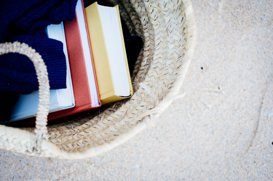 Strandkorg med böcker, Portugal