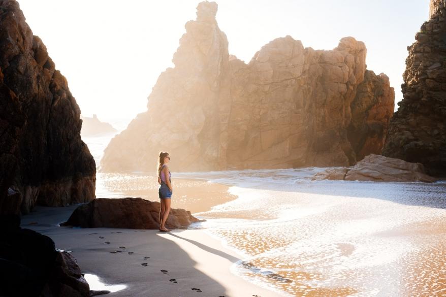 Flicka i solnedgång, Portugal