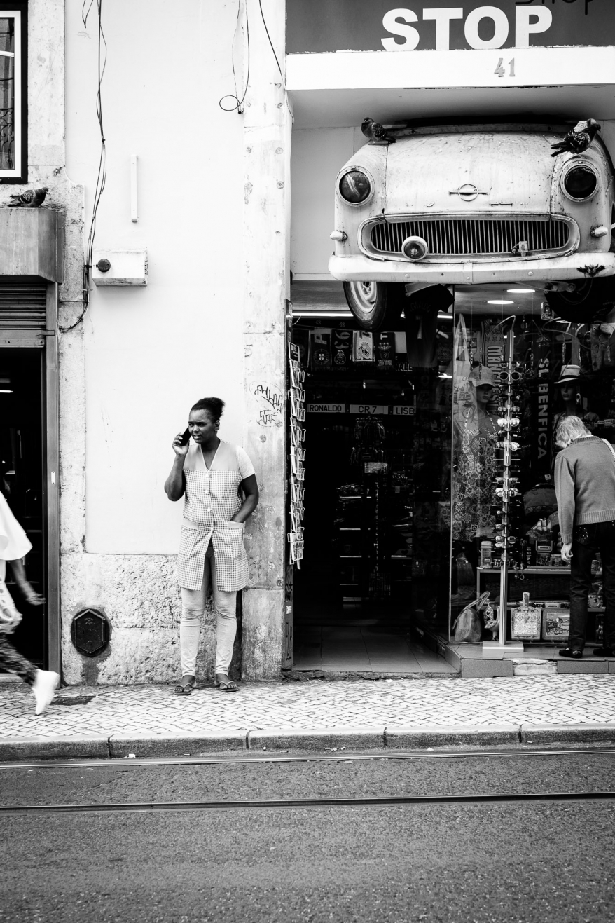 girl on the phone, lisbon