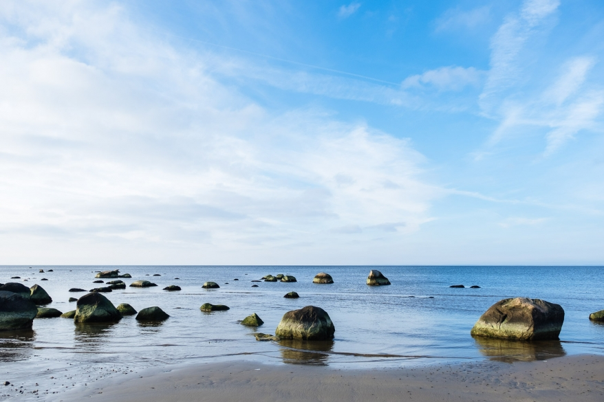 Stenar i havet. Foto.