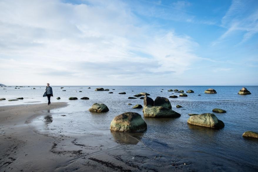 Man på strand. Foto.