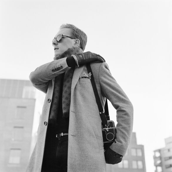 Man with an old camera. Photographer: Helena Bergqvist.